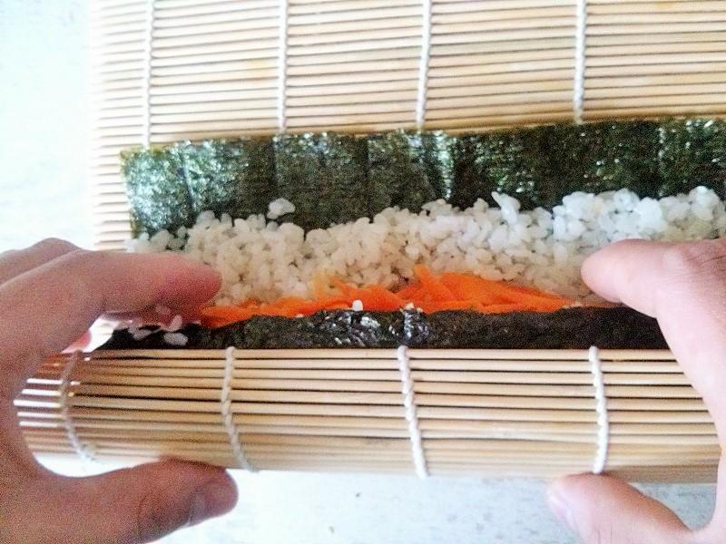 Mój prywatny sushiman zwija za mnie kimbap ;)